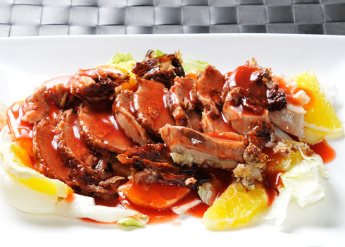 Anatra al ponzu - Petto di anatra croccante con insalata di arance e daikon