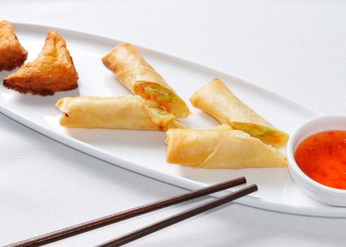 Antipasto di mare - Involtini di verdure e toast di gamberi