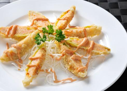 Fiori di Buddha - Fiori di zucca fritti ripieni di tartare di gamberi e polpa di granchio