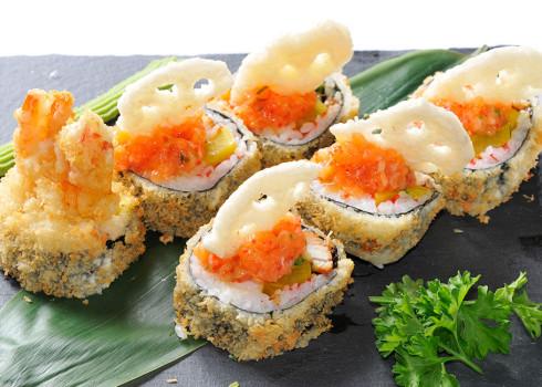 Futomaki Fritti - Polpa di granchio, avocado, gamberone fritto, uova di pesce volante