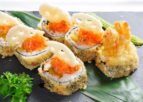 Futomaki fritto - Polpa di granchio, avocado, gambero fritto, uova di pesce volante