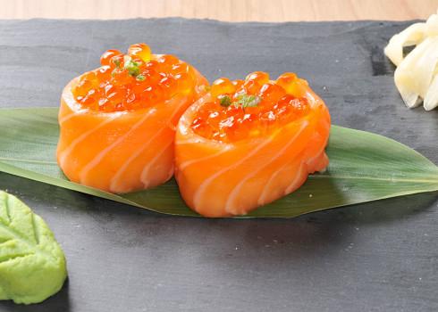 Gunkan Sake Ikura - Riso, salmone, uova di pesce volante
