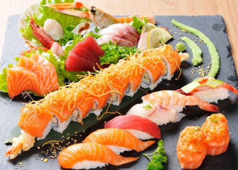 Jyou sushi sashimi  - 6 nigiri, 4 uramaki speciali, 2 futomaki fritti, 2 gunkan, 12 sashimi