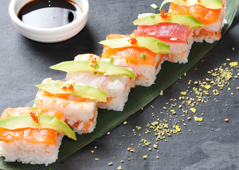 Oshizushi Umami - Tartare di salmone, avocado, salmone, branzino, tonno, gambero cotto