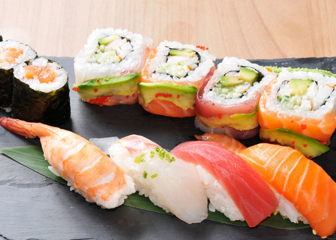 Sushi Moriawase - 11 pezzi: 4 nigiri, 4 uramaki, 3 hosomaki