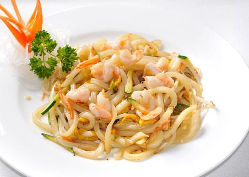 Yaki Udon - Pasta di grano integrale saltata con verdure, uova,